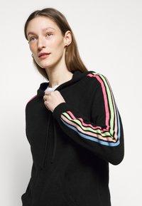 CHINTI & PARKER - STRIPE SLEEVE HOODIE - Sweater met rits - black - 3
