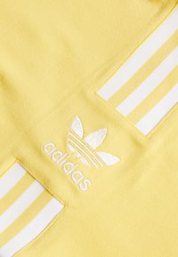 adidas Originals - 3STRIPES ADICOLOR TUBE - Topper - core yellow/white - 2