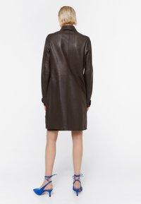 Uterqüe - MIT STANZMUSTER - Krátký kabát - brown - 2
