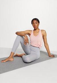 Nike Performance - YOGA LAYER TANK - Sportshirt - pink glaze/heather/white/rust pink - 1