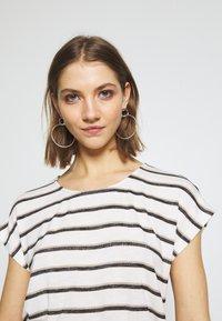 Vero Moda - VMWIDE KATHY STRIPE  - Print T-shirt - snow white - 3