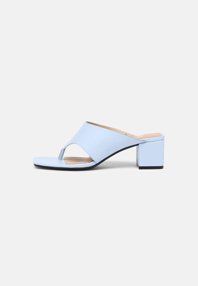 Sandály s odděleným palcem - blue dusty light
