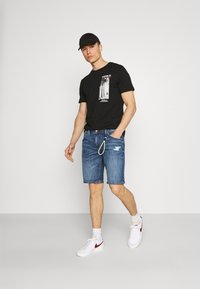 Pier One - T-shirt con stampa - black - 1