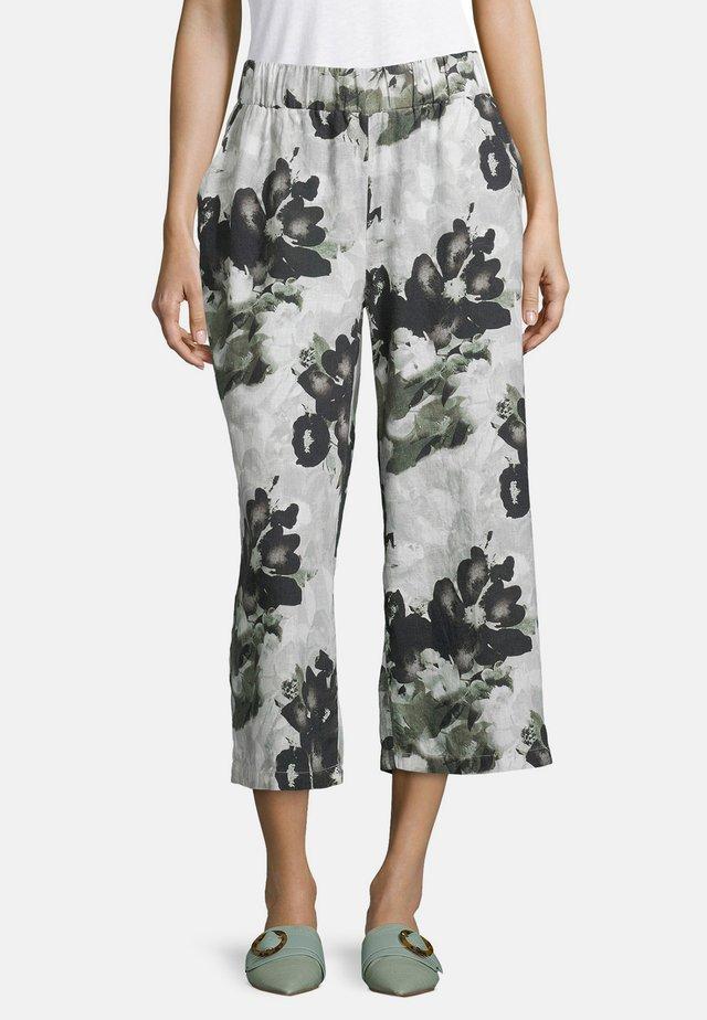 MIT EINGRIFFTASCHEN - Trousers - white/khaki