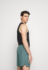 Nike Performance - CHALLENGER SHORT - Korte broeken - hasta - 4