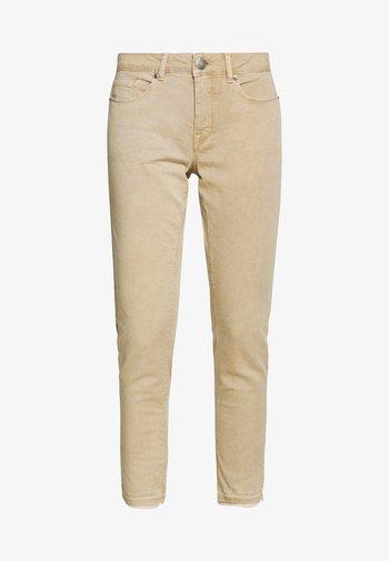 ELMA FRESH - Slim fit jeans - soft ginger