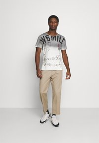 Key Largo - T-shirt con stampa - silver - 1