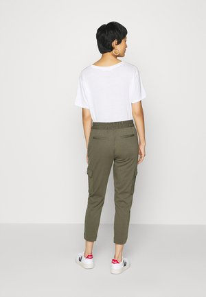 FQNANNI ANKLE CAR - Stoffhose - olive