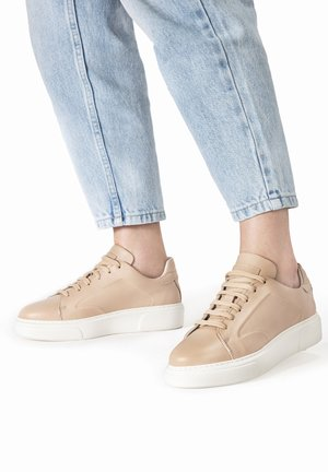 Sneakersy niskie - nude nde