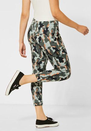CAMOUFLAGE-MUSTER - Tracksuit bottoms - grün