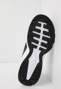 Nike Sportswear - AIR MAX FUSION UNISEX - Sneakers basse - black/white - 5