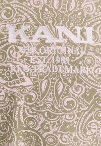 Karl Kani - UNISEX RETRO PAISLEY TEE - Print T-shirt - rose - 6