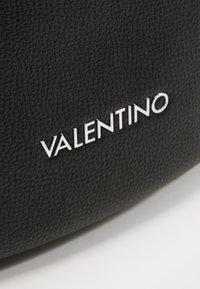 Valentino Bags - BRONN - Ledvinka - black - 4