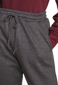 Missguided Petite - 90S JOGGERS - Tracksuit bottoms - dark grey - 4