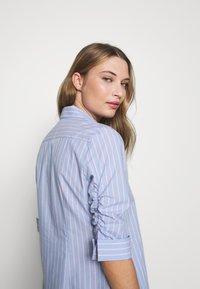 Steffen Schraut - BENITA ESSENTIAL BLOUSE - Button-down blouse - miami - 3