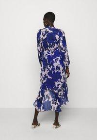 Diane von Furstenberg - ANDREA - Paitamekko - pink/blue - 2