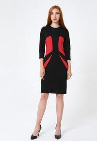 Madam-T - Shift dress - schwarz rot - 1