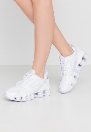 SHOX NOVA - Sneakersy niskie - white/barely grape