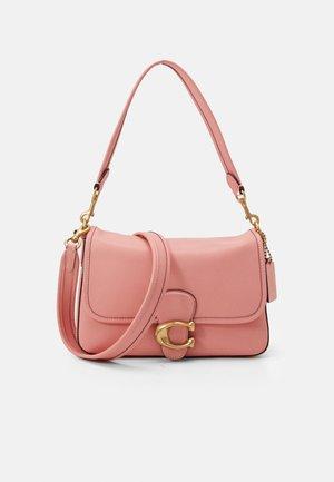 TABBY SHOULDER BAG - Handtas - candy pink