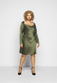 Glamorous Curve - MINI DRESS WITH LONG SLEEVES SQUARE NECK AND CUT OUT BACK - Cocktail dress / Party dress - forest green - 0