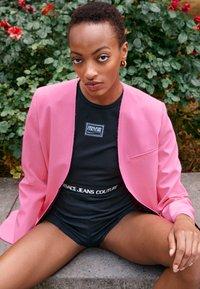 Versace Jeans Couture - PANTS - Shorts - black - 3