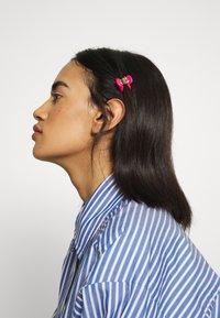 ALDO - BOOTENAL - Hair styling accessory - hot pink/black - 1
