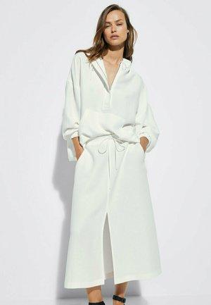 MIT VORDEREM SCHLITZ - A-line skirt - white