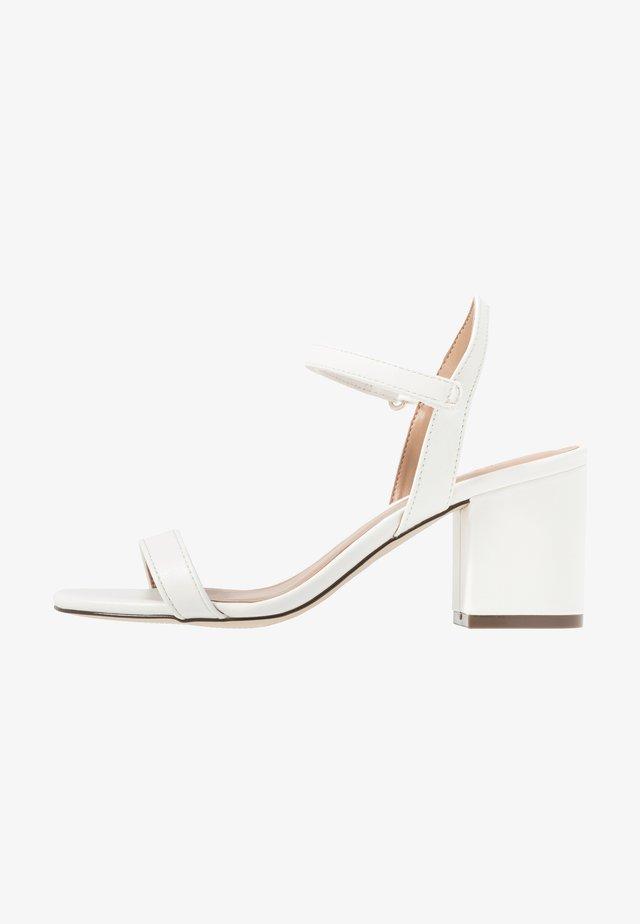 ELERANG - Sandaalit nilkkaremmillä - white