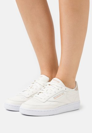 CLUB C 85 - Sneakers basse - chalk/golden bronze/footwear white