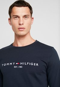 Tommy Hilfiger - LONG SLEEVE LOGO - Long sleeved top - navy - 3