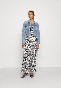 Calvin Klein Jeans - CROP TRUCKER - Denim jacket - light blue - 1