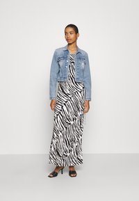Calvin Klein Jeans - CROP TRUCKER - Džínová bunda - light blue - 1