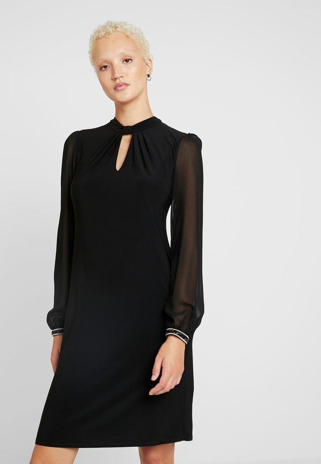 ITY TRIM KNOT NECK SHIFT DRESS - Jerseyjurk - black