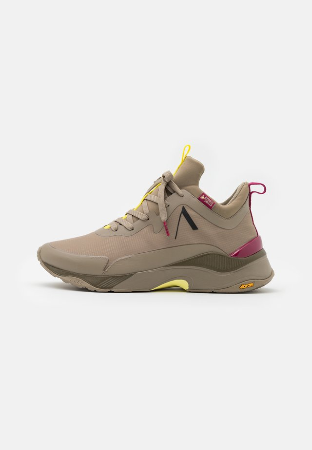 STORMRYDR  UNISEX - Sneakers basse - khaki ruby