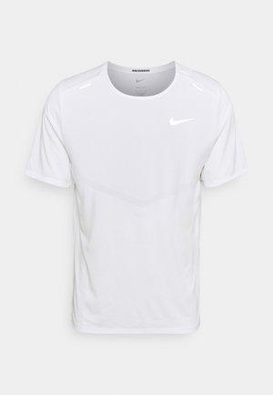 RISE - T-shirt imprimé - white/silver