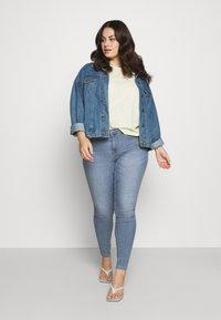 ONLY Carmakoma - CARHIRIS LIFE PUSHUP - Jeans Skinny Fit - light blue - 1