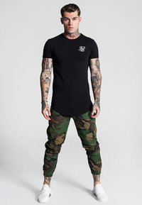 SIKSILK - FITTED CUFF PANTS - Cargo trousers - camo - 3