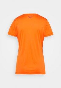 Dynafit - TRAVERSE TEE - Print T-shirt - ibis - 1