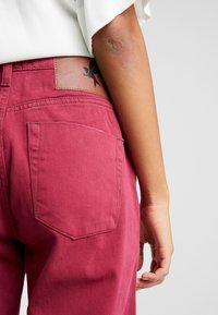 One Teaspoon - AWESOME BAGGIES HIGH WAIST - Straight leg jeans - bordeaux - 5