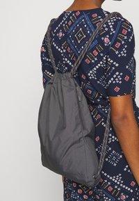 Nike Sportswear - HERITAGE UNISEX - Mochila - thunder grey - 5