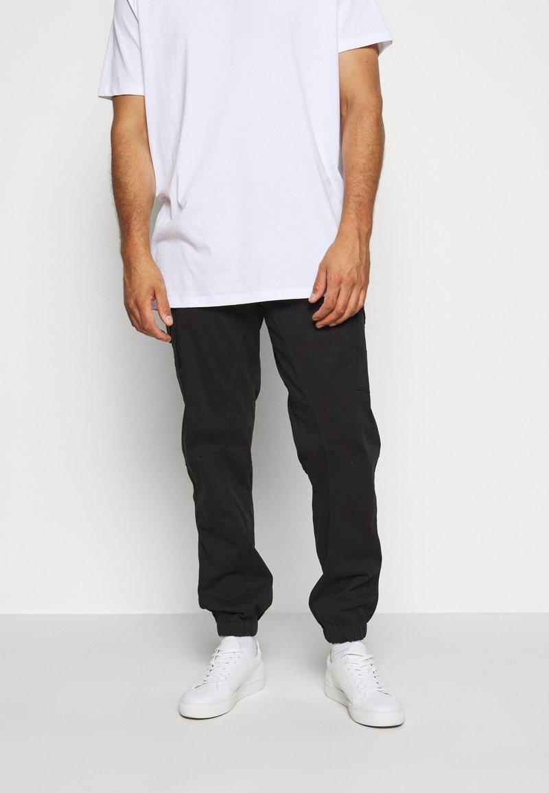 Jack & Jones - JJIPAUL JJFLAKE AKM - Cargo trousers - black