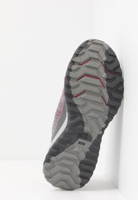 The North Face - ULTRA SWIFT - Neutral running shoes - griffin grey/pink - 4