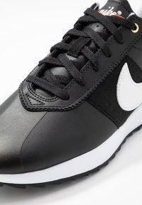 Nike Golf - CORTEZ - Golfové boty - black/white/metallic gold - 5