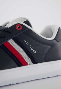 Tommy Hilfiger - ESSENTIAL CUPSOLE - Sneakers basse - marine - 5