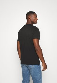 Tommy Hilfiger - STRIPE TEE - Camiseta estampada - black - 2