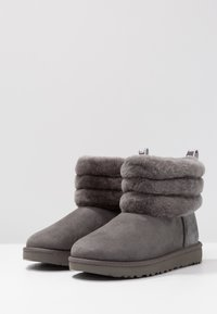UGG - FLUFF MINI QUILTED - Classic ankle boots - charcoal - 4
