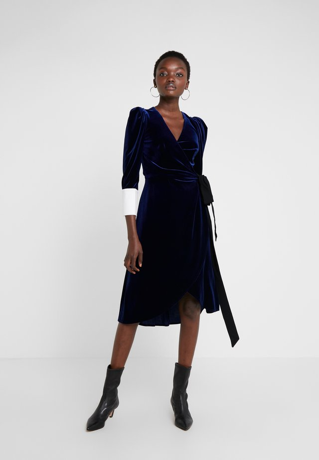 VIVIENNE MIDI WRAP DRESS - Vestito estivo - navy