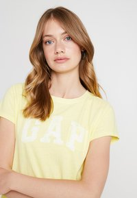 GAP - TEE - Print T-shirt - fresh yellow - 4