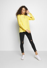 River Island Petite - PETITE MOLLY BAXTER - Slim fit jeans - black - 1