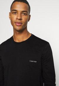 Calvin Klein - LONG SLEEVE LOGO 2 PACK - Bluzka z długim rękawem - black - 5